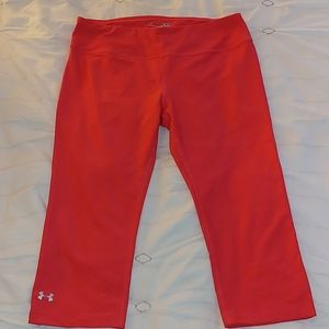 NEVER WORN Under Armour Salmon Colored Leggings